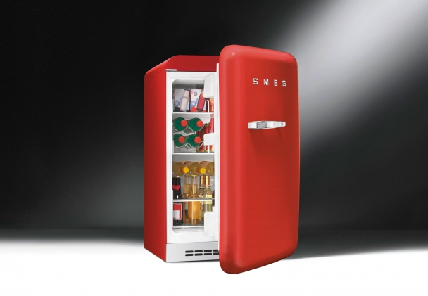 FAB10HRR 33 Retro Mini Fridge from SMEG