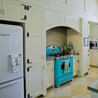 Retro Kitchen with Elmira 1950 Refrigerator