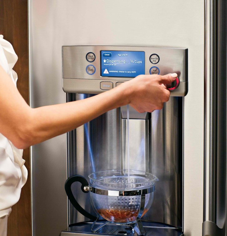 CFE29TSDSS Dispensing Hot Water